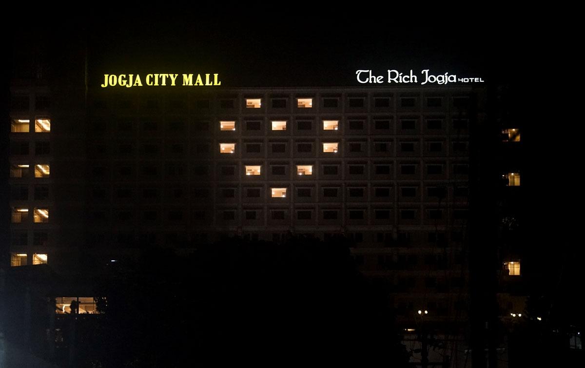 Foto: Aksi Love Light Heart Hotel di Indonesia