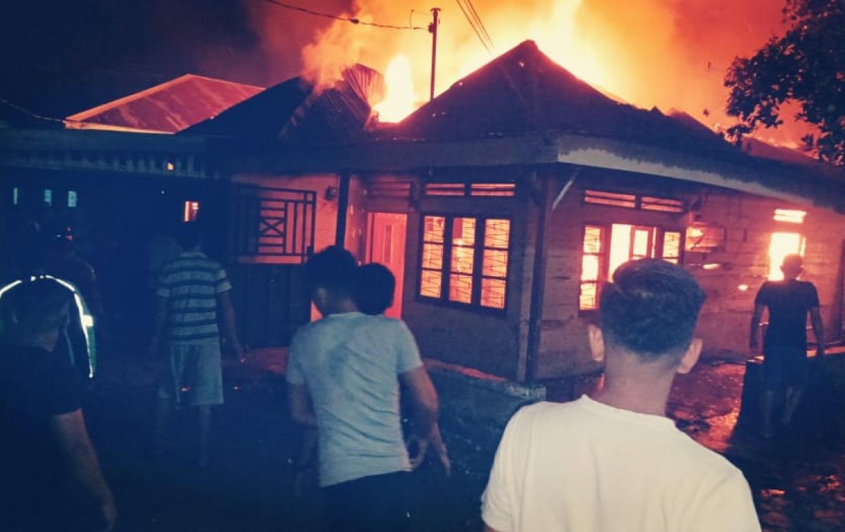 Diduga Korsleting, Rumah Semi Permanen di Denai Hangus Terbakar