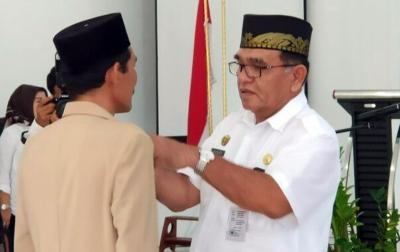 Lantik Pejabat di Tengah Wabah, Sekda Batubara Tuai Kritik