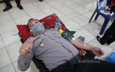 Bantu Korban Covid-19, Polisi di Deli Serdang Donorkan Darah