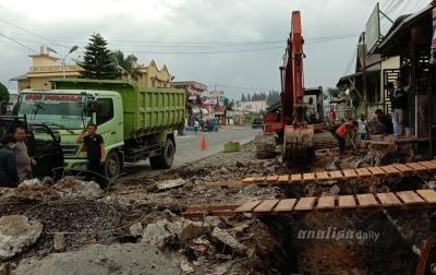 Pelebaran Jalan Nasional Kabanjahe-Berastagi Dipertanyakan Warga