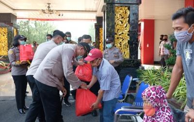 Instruksi Kapolri, Polda Sumut Berikan Bantuan Kepada Masyarakat