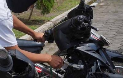 Curi Sepeda Motor di Masjid, Keling Dijemput Polisi