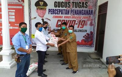 Toba Pulp Lestari Serahkan Beras ke Pemkab Simalungun