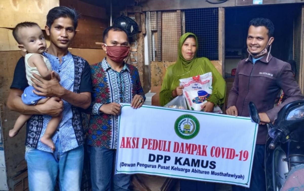 Peduli Terhadap Sesama, DPP Kamus Bagikan Ribuan Paket Sembako