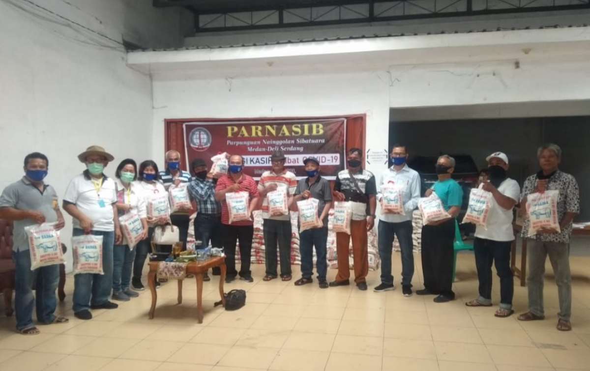 Parnasib Kota Medan Salurkan Sembako untuk Anggota yang Terdampak Covid-19