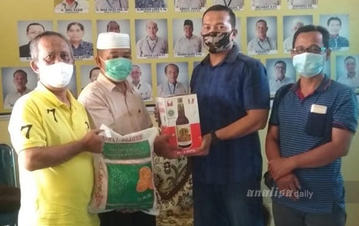 Sambut Idul Fitri 1441 Hijriah, PWI Langkat Bagikan Paket Sembako dan Sirup