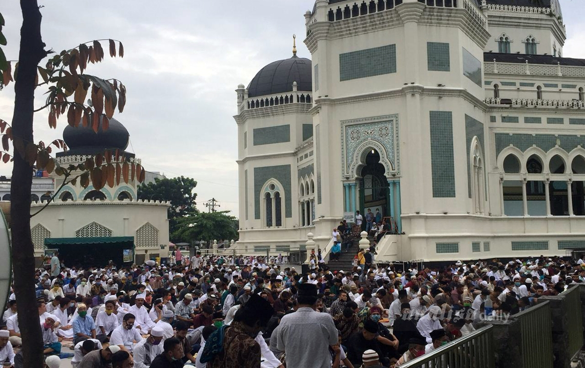 Ribuan Warga Medan Salat Id di Masjid Raya Al-Mashun