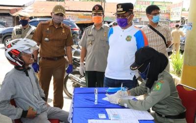 Hari ke-2 Razia Masker, 149 KTP Warga Ditahan dan Dihukum Push Up