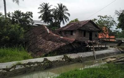Ratusan Rumah Rusak Akibat Angin Puting Beliung