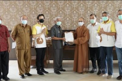 Yayasan Samma Sambodhi Kisaran Serahkan Bantuan APD