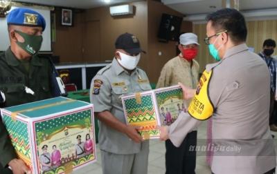 Kapolresta Deli Serdang Berikan Paket Lebaran Kepada Wartawan