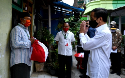 Foto: Presiden Tinjau Distribusi Sembako