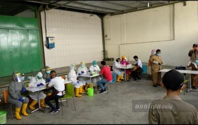 Hari Ini Seluruh Karyawan Sebuah Supermarket di Medan Jalani Rapid Test