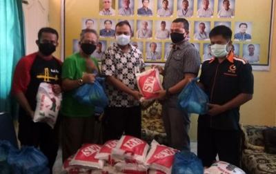 Bank Sumut Stabat Serahkan Sembako ke PWI Langkat