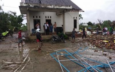 Puting Beliung Terjang Lampung, 2 Warga Meninggal Dunia dan Ratusan Rumah Rusak