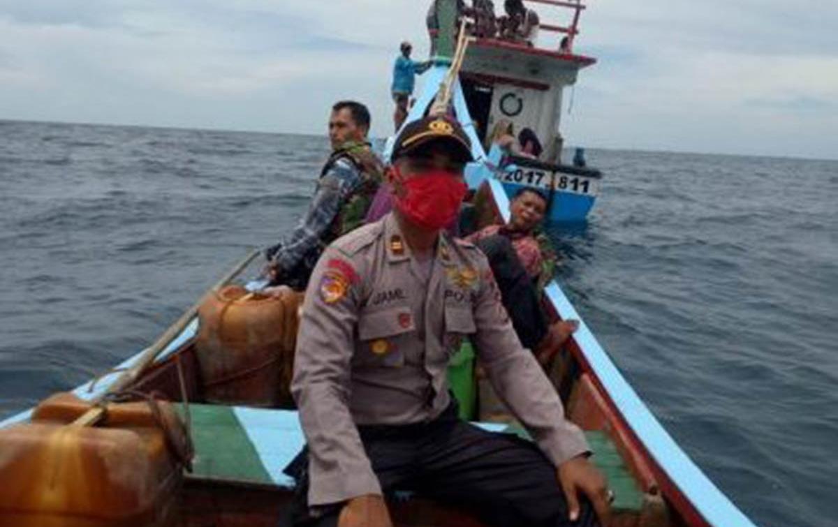 Nelayan Evakuasi 94 WNA Rohingya Terombang Ambing di Tengah Laut