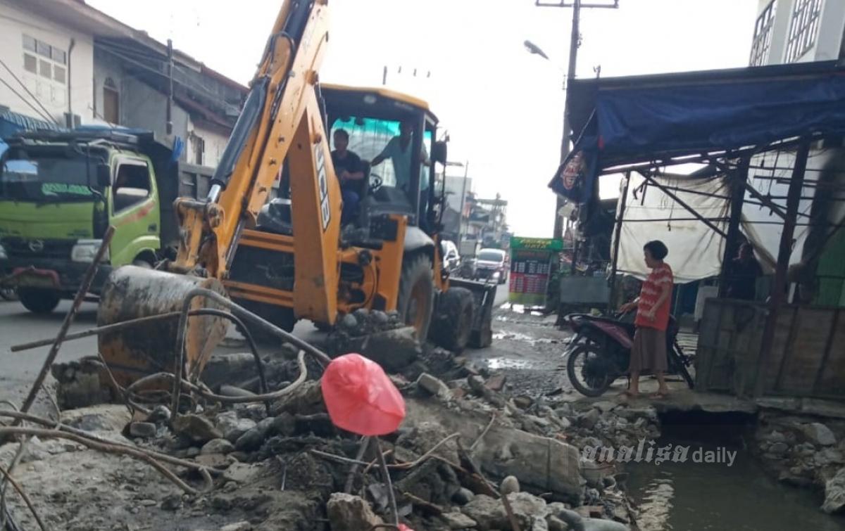 Pihak Kecamatan Diam, Kepling se-Dolok Masihul Gelar Gotong Royong