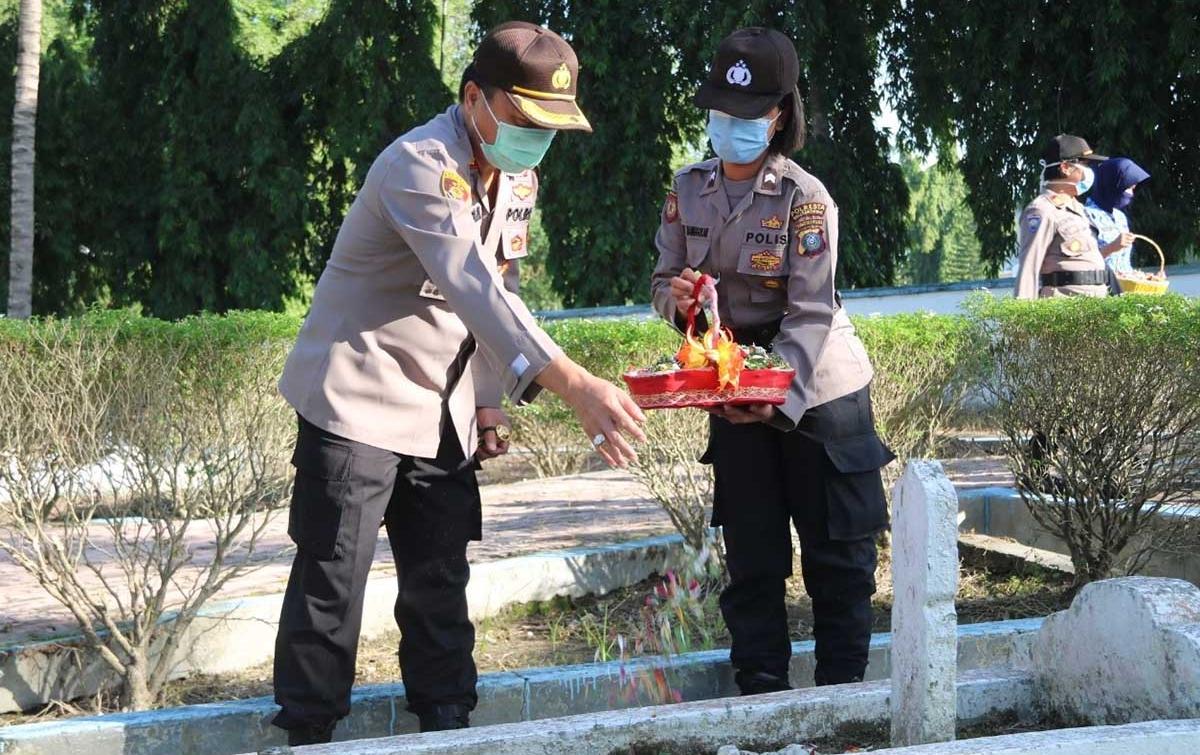 Jelang HUT Bhayangkara, Polresta Deliserdang Ziarah ke Makam Pahlawan