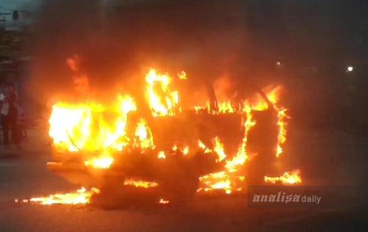 Satu Unit Angkot Terbakar Dekat Tugu Sisingamangaraja