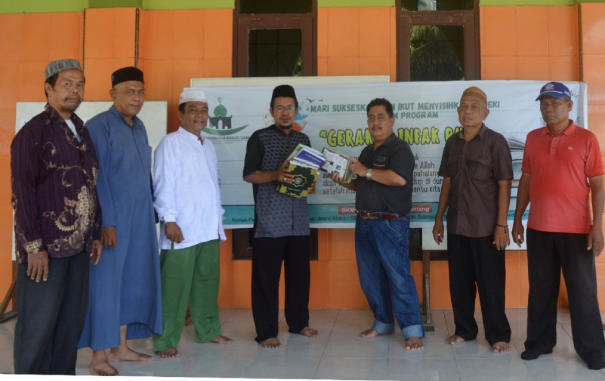 Ketua Dewan Pendidikan Deli Serdang Infak Al Quran dan Buku
