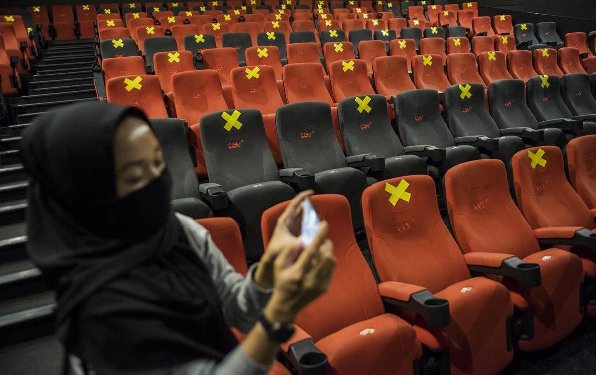 Foto: Simulasi Pembukaan Bioskop di Era New Normal