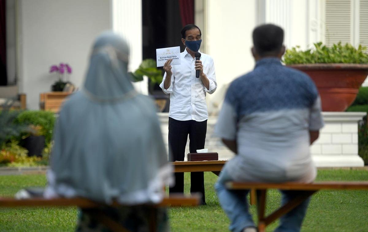 Foto: Presiden Berikan Bantuan Modal Kerja