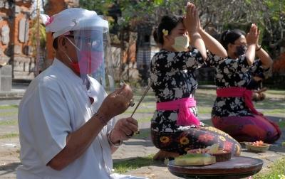 Penanganan Corona, Bali Siapkan Insentif Desa Adat