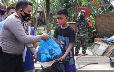 AKBP Edi Sinulingga Bantu Korban Bencana Alam