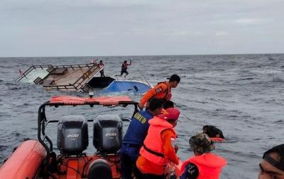 Foto: Evakuasi Penumpang Kapal Guide DCDC