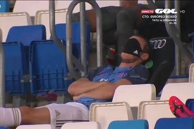 Pura-pura Tidur di Tribun, Gareth Bale Tuai Kritik