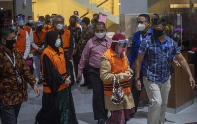 Foto: KPK Tahan 11 Orang Mantan Anggota DPRD Sumut