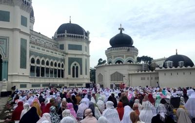 Salat Iduladha di Masjid Raya Al Mashun Medan Terapkan Protokol Kesehatan