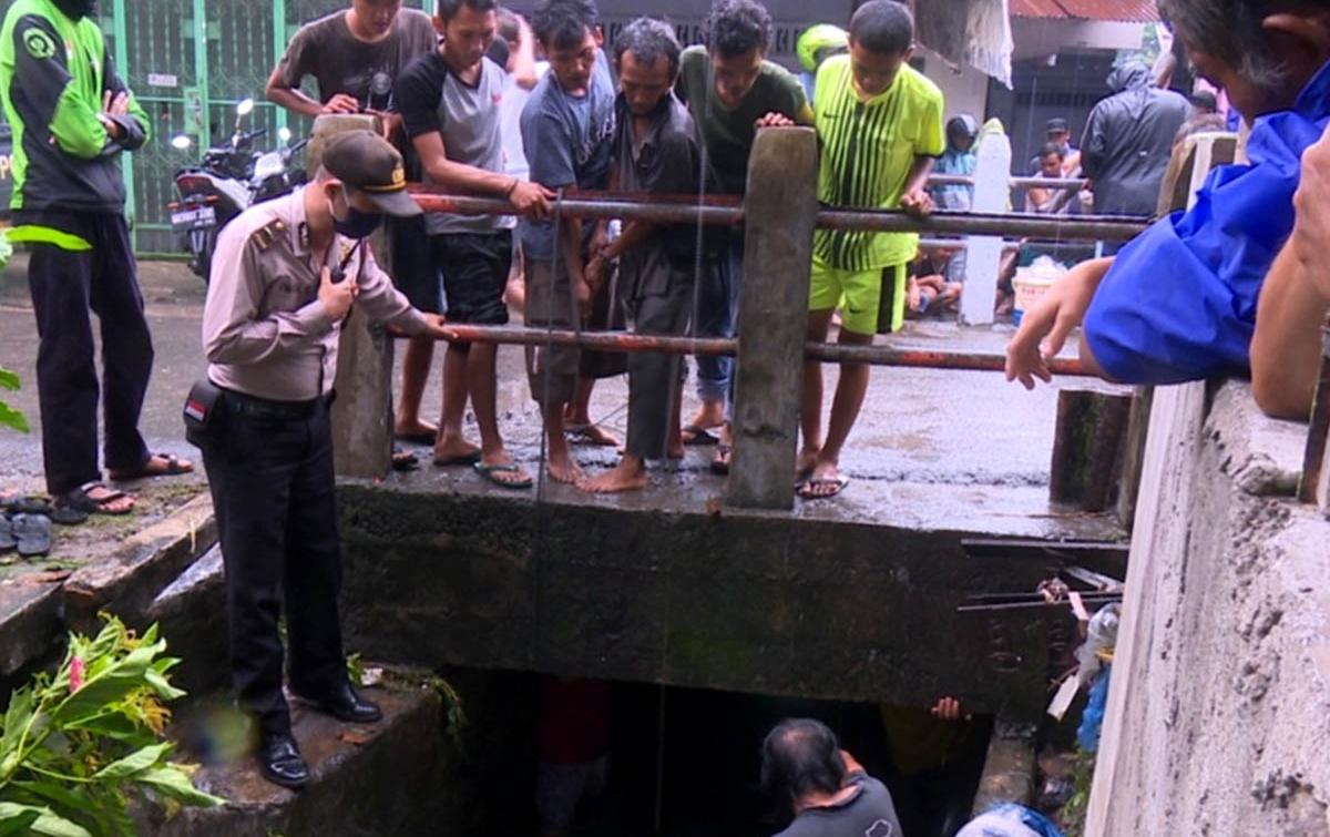 Penumpang Becak Terjatuh dan Hanyut di Parit Sulang Saling Medan Denai
