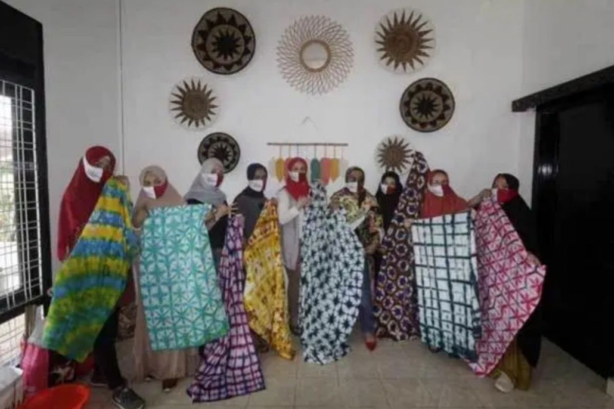 Foreindo Gelar Lomba Membuat Batik Shibori