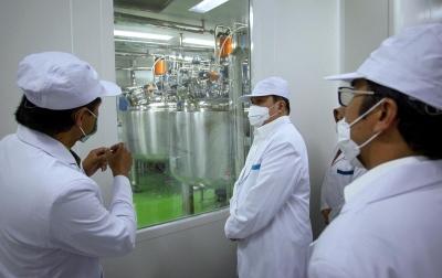 Foto: Menteri BUMN Kunjungi Fasilitas Produksi Vaksin Covid-19
