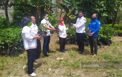 KPH Berikan Bibit Pohon Produktif Kepada Karang Taruna Simalungun