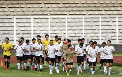 Foto: Latihan Perdana Timnas Sepak Bola Senior