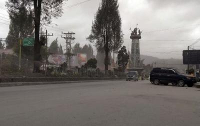 Erupsi Gunung Sinabung, Kota Berastagi Diguyur Abu Vulkanik