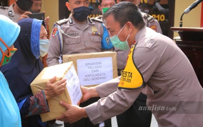 Kapolresta Deliserdang Berikan Sembako Kepada Warga Terdampak Covid-19