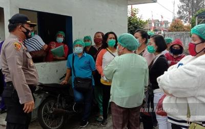 Puluhan Tenaga Medis di RSU Kabanjahe Unjuk Rasa