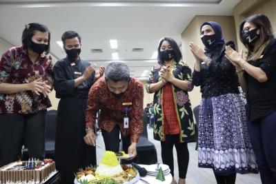 Horison Sky Kualanamu Bagi Seribu Masker Kepada Korban Erupsi