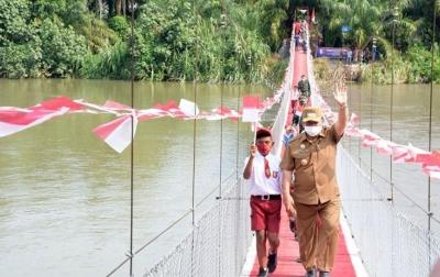 Jembatan Merdeka Penghubung Dua Desa