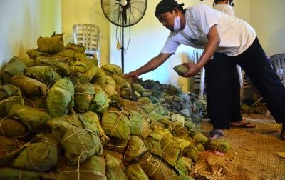 Foto: Tradisi Membagi Nasi Jangkrik