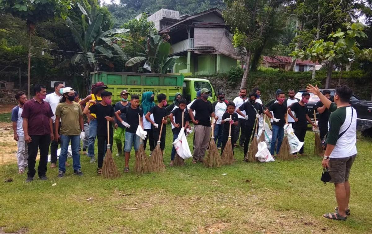 Sumatera Trash Bank Bersihkan Sampah di Kawasan Wisata Bukit Lawang