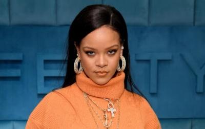 Wajah Rihanna Memar Akibat Kecelakaan Skuter Listrik