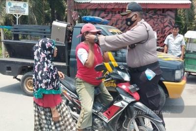 Polsek Secanggang Beri Sanksi Sosial Bagi Warga yang Tidak Memakai Masker