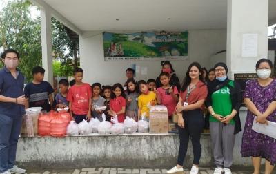 Ribuan Paket Makanan Dibagikan ke Anak Yatim dan Tenaga Medis