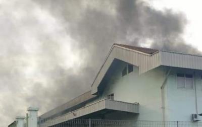 Sebuah Gudang Makanan di Tanjung Morawa Terbakar