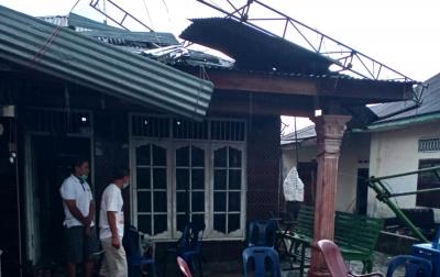 Puluhan Rumah Rusak Diterjang Angin Puting Beliung di Deliserdang